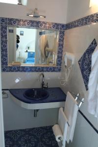 A bathroom at La Ginestra