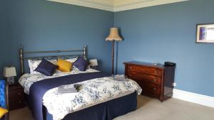 A bed or beds in a room at Clarendon