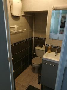 Salle de bains dans l'établissement Le cocon des Monts d'Or