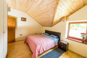 A bed or beds in a room at Apartma Zoran