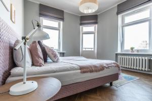 Gulta vai gultas numurā naktsmītnē Greystone Suites & Apartments