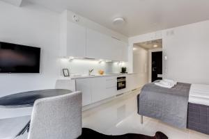 Majoituspaikan Helsinki Homes Apartments keittiö tai keittotila