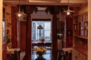 A restaurant or other place to eat at Shepinetree - Capela House
