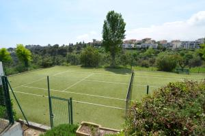 Tennis and/or squash facilities at Mont Fleuri or nearby