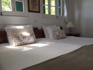A bed or beds in a room at Monserrate - Galera Cottage
