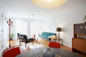 A kitchen or kitchenette at Mile-End Bohemian 1-Bedroom Apartment