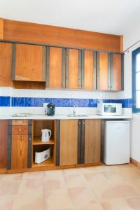 A kitchen or kitchenette at Primasud Suites