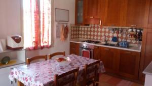 Cuisine ou kitchenette dans l'établissement Sunflower House