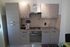 A kitchen or kitchenette at Appartamento a 100 metri da Piazza della Repubblica