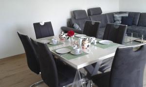 Ein Restaurant oder anderes Speiselokal in der Unterkunft Ferienwohnung Kerstenhof