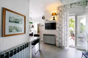 A kitchen or kitchenette at Melanija 1