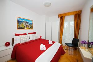 A bed or beds in a room at Melanija 1