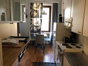 Køkken eller tekøkken på Cozy studio in Helsinki City Center