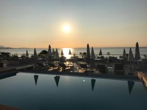 Blick auf den Sonnenuntergang/Sonnenaufgang von des Aparthotels aus oder aus der Nähe