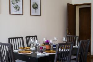 A restaurant or other place to eat at Spacious apartment close to the ocean