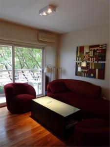 A seating area at Puerto madero Departamento entero 2 dormitorios. Hermoso