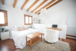 A bed or beds in a room at Casa en el barrio de Santa Catalina - Palma