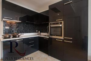 A kitchen or kitchenette at Uplus Avenue Residence