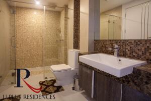 A bathroom at Uplus Avenue Residence