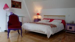 """Un ou plusieurs lits dans un hébergement de l'établissement Gite Dans Parc De Sculptures - Gîte """"Pondichery"""""""