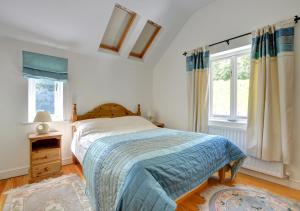 A bed or beds in a room at Oswalds Cottage