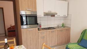 A kitchen or kitchenette at Apartments Damjanic Jerko