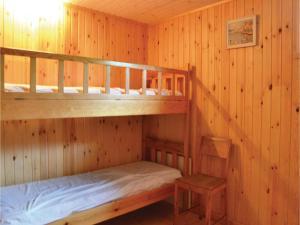 En eller flere køjesenge i et værelse på One-Bedroom Holiday Home in Jagerspris