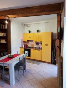 A kitchen or kitchenette at Casa Castello