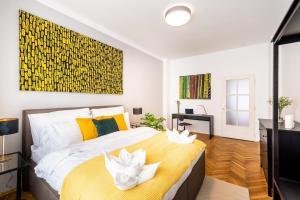 Ein Bett oder Betten in einem Zimmer der Unterkunft Prague Authentic Apartment at Historical Square