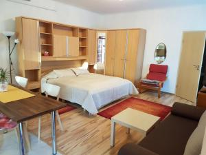 A bed or beds in a room at Délibáb Apartment