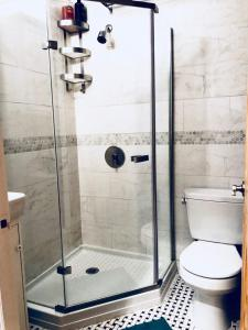 A bathroom at Hip Brooklyn 2BR/2BA Apartment w/ Private Backyard