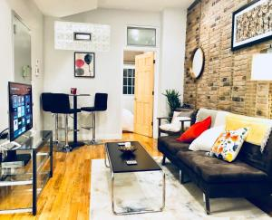 A seating area at Hip Brooklyn 2BR/2BA Apartment w/ Private Backyard