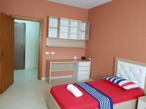 A bed or beds in a room at Joni Apartment