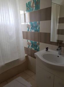 Salle de bains dans l'établissement Marianna Hotel Apartments