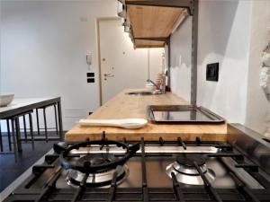 A kitchen or kitchenette at Suite apartment Sissi