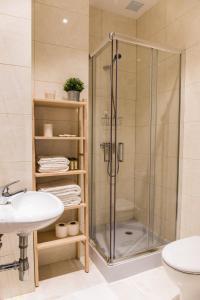 A bathroom at Charming Trindade Apartments