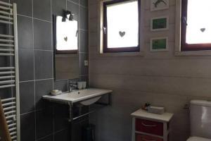 Salle de bains dans l'établissement Les Campanules 29A