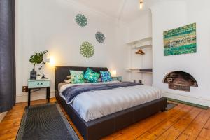 A bed or beds in a room at The Hub Fremantle