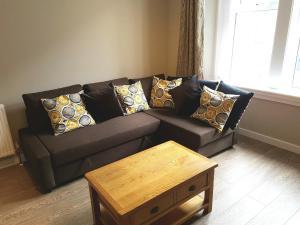 Ruang duduk di Dragon - Whitecrook Apartment 2 Bedroom Home