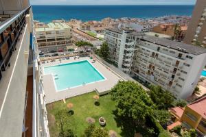 Uitzicht op het zwembad bij Apartamentos Nucleo Cristal of in de buurt