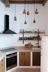 A kitchen or kitchenette at Boutique Holiday Home ZaligInAntwerpen 77