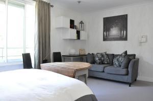 A seating area at Knightsbridge 1 Bedroom Flat