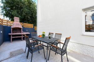 BBQ facilities available to guests at the condo hotel