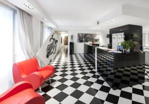 The lobby or reception area at Studio Inn Centrale