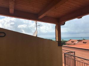 Балкон або тераса в Mansarda a pochi passi dal mare