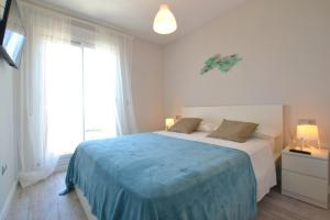 A bed or beds in a room at Sea Colors Apartment