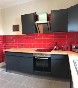 A kitchen or kitchenette at Cinnamon 1