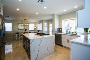 A kitchen or kitchenette at Desert Oasis