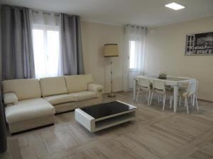 A seating area at Casa Giovanna forte dei marmi