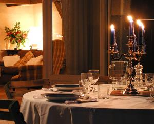 A restaurant or other place to eat at Le Bastion du Prince Noir